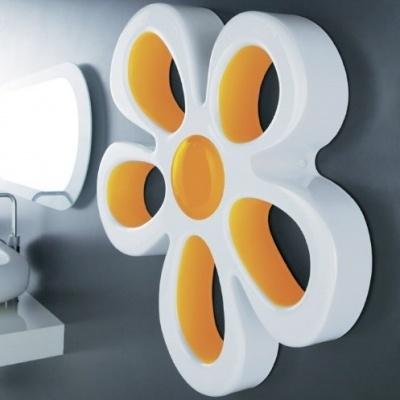 Margherita in ceramica decorazione da parete serie Unica con interno colore arancio.  Disponibile anche bianca e colorata o con interno colorato.  Colori disponibili: arancio, giallo, antracite, nero, verde, lilla, rosso, acciaio, alluminio e bronzo.