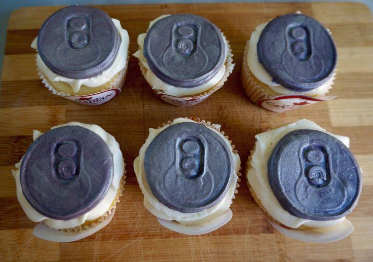 Molson Canadian cupcakes #yum #cupcakes #fondant #beercans @shanschlotts