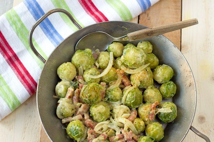 Une recette pour que vos enfants retrouvent l'envie de manger ces petits légumes verts: Choux de Bruxelles à la crème et aux petits lardons.