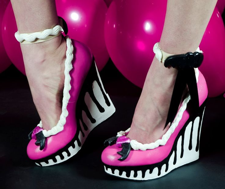Dolly Brie: Have your cake, and wear it too!~ Monster High Sweet 1600 Draculaura shoes tutorial