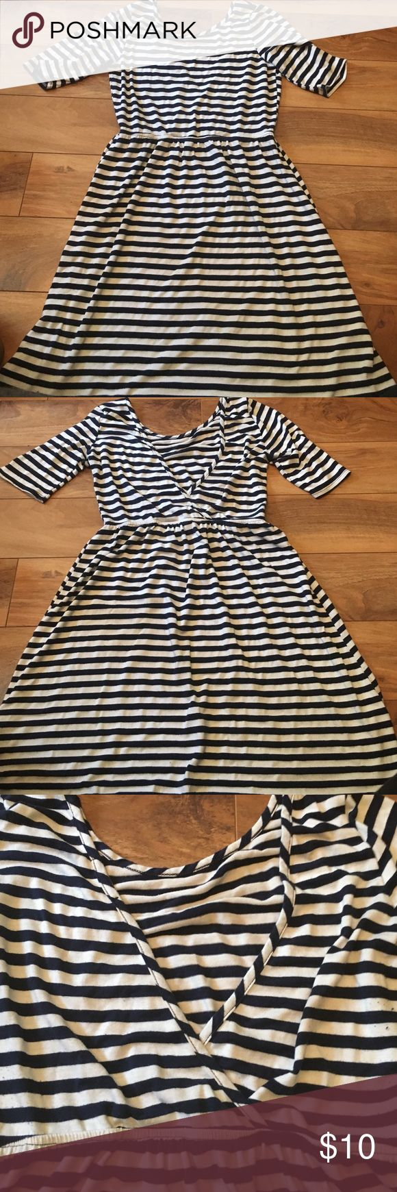 Stripe nautical dress Navy and white stripe dress. Short sleeve with low cut back and elastic waist. Super cute belted and sandals or boots. Brand Dee Elle, size L (fits more like a M). A little bit of pilling in fabric but overall good condition. Dee elle Dresses