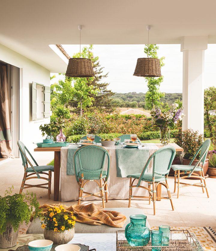 Turquoise french bistro chairs ana pardo carla for Decoraciones de patios y terrazas