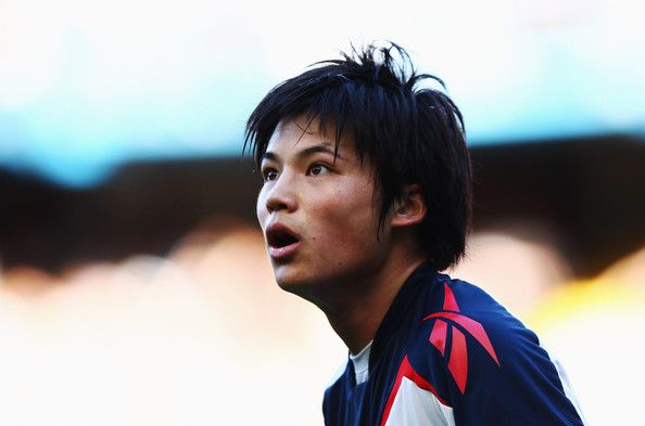 Ryo Miyaichi Photos - Ryo Miyaichi of Bolton Wanderers in action during the Barclays Premier League match between Chelsea and Bolton Wanderers at Stamford Bridge on February 25, 2012 in London, England. - Chelsea v Bolton Wanderers - Premier League