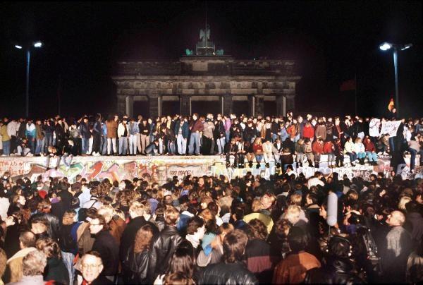 9.11.89 - Der Mauerfall  Nov. 9th, '89 - Break Down of the Berlin Wall