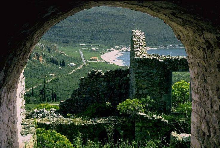 El Oitilo (antes: Oitilos) es un pueblo de Mani, en la prefectura de Laconia. Ubicado aproximadamente a la misma ubicación que la una vez floreciente ciudad griega de la antigüedad.La importancia y el glamour de la ciudad fue el mismo que todo el resto de Lacedemonia se menciona en la Ilíada de Homero.