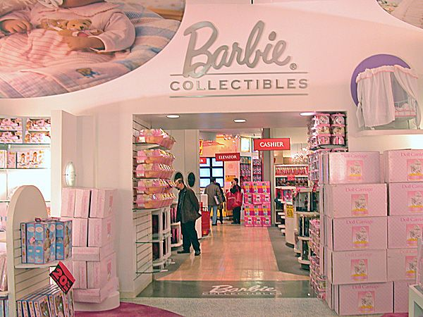 FAO Schwarz NYC Store, December 12, 2003 The entrance to the Barbie Collectibles section. Today, this flagship FAO Schwarz, while GREAT, bears little resemblance to the old toy store captured in this photo The entire retail space that this FAO Schwarz occupies and the surrounding area is very different in present day. Apple's flagship 5th Avenue store dominates the front of the General Motors building that houses FAO Schwarz.