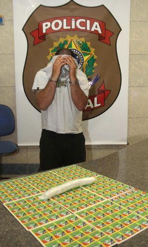 26/jan/2013 - BRASIL - MINAS GERAIS - Polícia Federal prende homem com 5.000 adesivos de LSD e cerca de 160 gramas de MDMA (princípio ativo do ecstasy), na BR-050, entre DELTA e UBERABA, em Minas Gerais, na noite de sexta-feira (26). L. Adolfo/Futura Press.