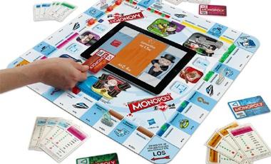 Monopoly Zapped usa tabletas y tarjetas electrónicas, en lugar de la banca para hacer que el juego sea más dinámico.