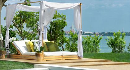 GOCO Spa Venice - Outdoor cabana with view over Venice