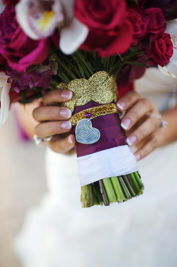 Wedding remembrance ideas: Unique wedding bouquet charm with hand-written note (Justin Wright Photography)