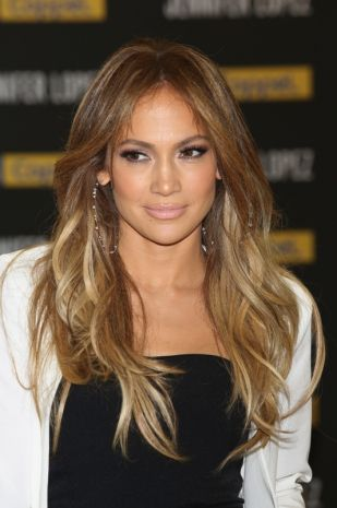 Jennifer Lopez sceglie écaille la nuova tendenza colore della primavera