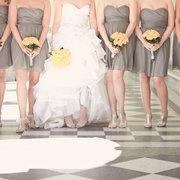 灰色系列的小禮服滿挑膚色的耶!!
