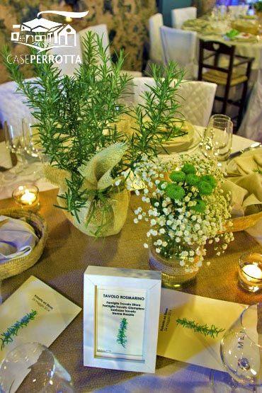 Centrotavola con rosmarino (matrimonio con tema delle erbe aromatiche)
