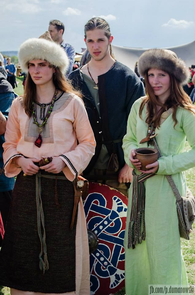 Slavic costumes - early medieval Poland (picture from Rękawka festival in Kraków)