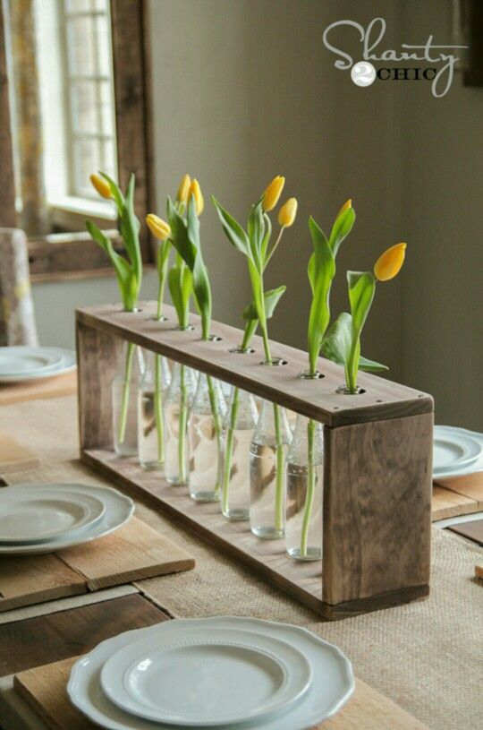 Easy DYI table decor - could use Starbucks Frappuccino bottles