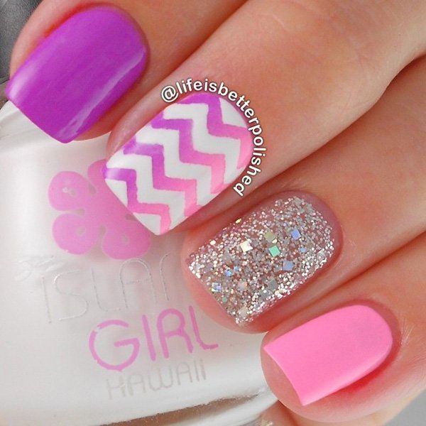 This pink and violet ombre is done vertically so it has a different effect but all the more making the Chevron pattern pop out. Adding glittered nails is also a simple but great design.