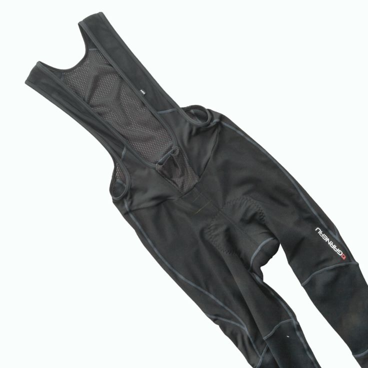 Specially designed for cold-weather riding, the multi-fabric construction of the Providence Chamois Bib Tights provides the right protection at all the right places. On the outside, Light WindDry 2 keeps you protected from the cold and rain thanks to its waterproof and windproof properties. Light Wind Pro® fabric at the knees provides wind protection and breathability.
