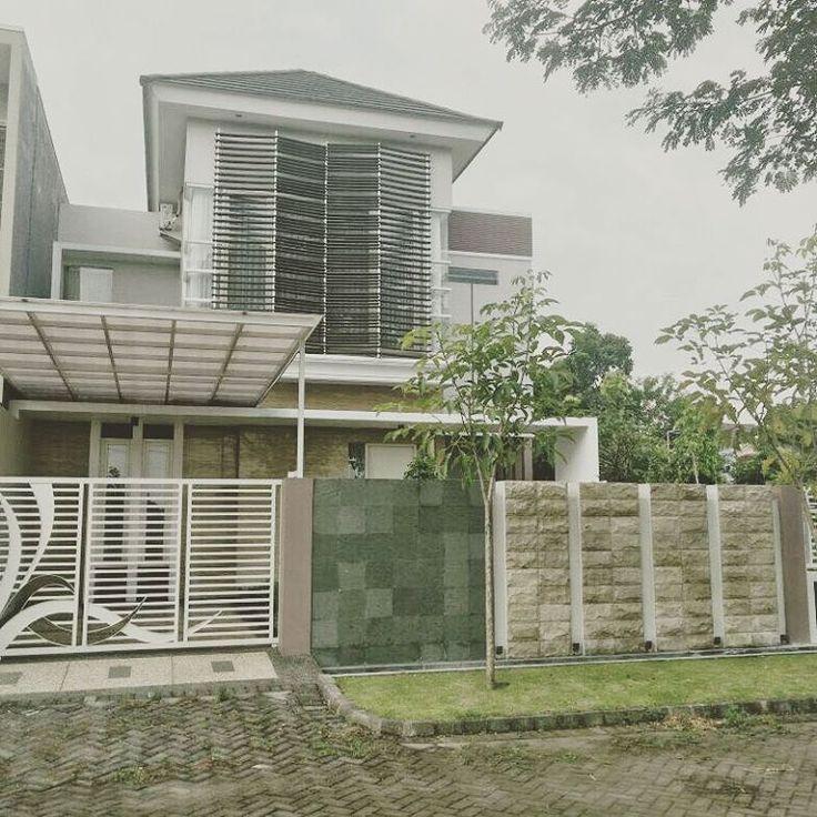 Bantu Jual rumah teman Perum Gunungsari Indah, baru dan bagus  Lt 220 m2 (fisik di lapangan 239 m2) Lb 192 m2; 4+1 kamar tidur; 4+1 kamar mandi; Carport 4 mobil Jalan row 10 meter, fully furnish SHM - Hadap Selatan-Timur Perum Gunung Sari Indah, Surabaya. Harga 2,9 milyar Nego sampe Deal...☺ #propertysurabaya ,#propertyindonesia ,#jualbeliproperty ,#sellbuyrentproperty ,#sell ,#jualproperty ,#surabayaproperty ,#rumahdijual , #rumahidaman ,#bisnisproperty ,#jualbeliperumahan…