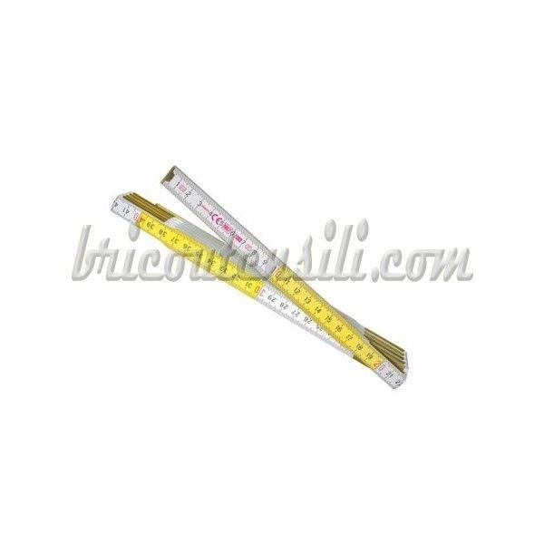 Superficie con finitura multistrato - Rivestimento UV - Verniciato bianco/giallo - Nessun rivetto a vista - Resistente alle abrasioni - Estremità fresate - Fissaggio alle stecche in ottone