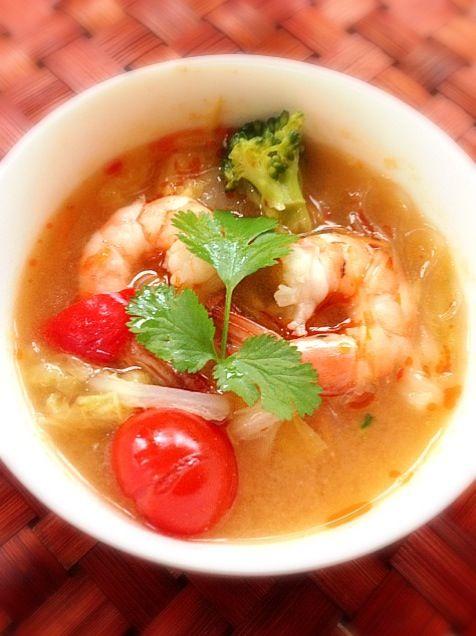 チビ〜ズにはエスニック調味料なしの中華風スープ♨ 調味料足すだけであっという間にアジア〜ン٩꒰ ꇐω ꇐ๑꒱۶ - 58件のもぐもぐ - Asian Chinese cabbage soup♨白菜のアジアンホットスープ by Ami