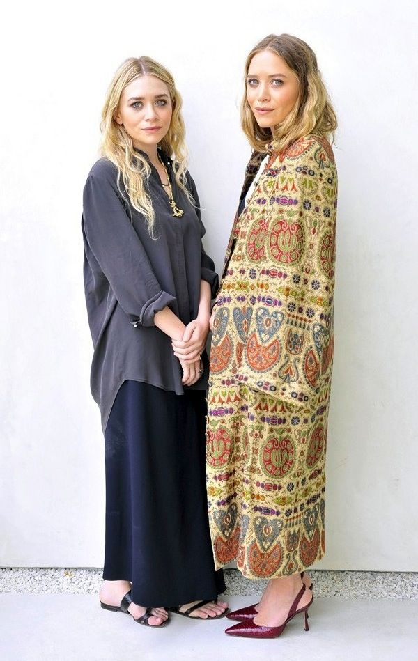 Olsens Anonymous Blog Mary Kate Ashley Olsen The Row Store Los Angeles Printed Jacket Full Looks Long Printed Jacket Burgundy Manolo Slingback Heels Oversized Grey Silk Button Down Shirt Maxi Skirt Flat Toe Ring Leather Sandals Via WWD Melrose Place photo Olsens-Anonymous-Blog-Mary-Kate-Ashley-Olsen-The-Row-Store-Los-Angeles-Printed-Jacket-Full-Looks-Via-WWD.jpg