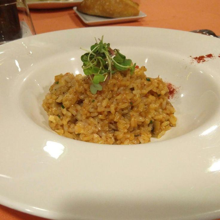 El Goralai es un restaurante imprescindible de alta gatronomía en Zaragoza, un estatus que ha conseguido gracias a una cocina llena de maestria y sofisticación. El menú degustación es un placer de esos que todo el mundo debería concederse una vez en la vida, o si se puede, una vez al año. El chef es capaz de añadir una huella de altísima elegancia y creatividad, presente en platoscomo el bacalao confitado con tomate casé, la dorada en emulsión de yuzu con dado de patata y pilares frita, el…