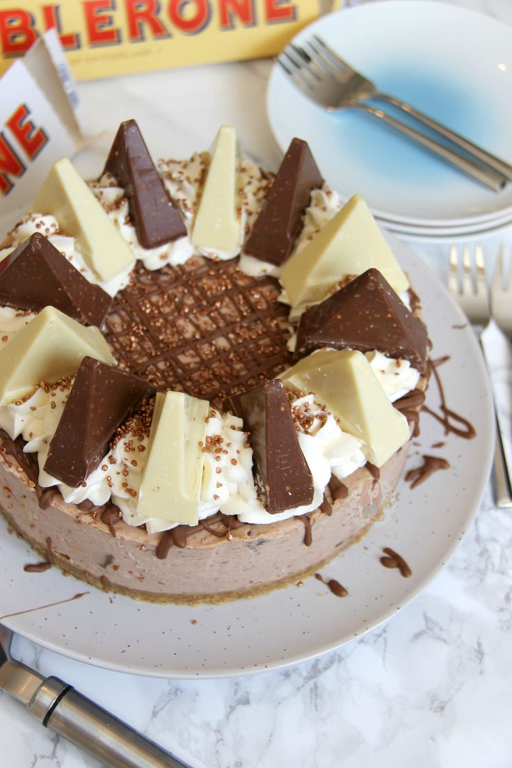 Creamy Chocolatey Toblerone Cheesecake, with a Buttery Biscuity Base – and its No-Bake! After the downright and utter success of myNo-Bake Caramel Rolo Cheesecakeand myNo-Bake Chocolate Or…