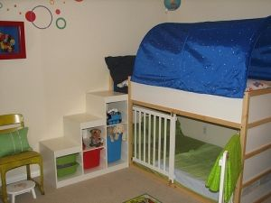 IKEA Kura bed with Trofast shelves as steps... Like the steps