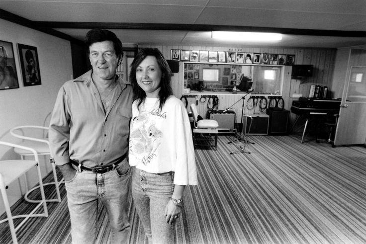 Lindsay Butler Studios - History Pin 5 - Lindsay Butler OAM & Shaza Leigh in their Moonbi Studio - 1999. Photo courtesy NDL  #ShazaLeigh, #LindsayButler, #LBSMusic, #australiancountrymusic, #NDL