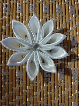 Чудесный материал для творчества цветы в технике канзаши