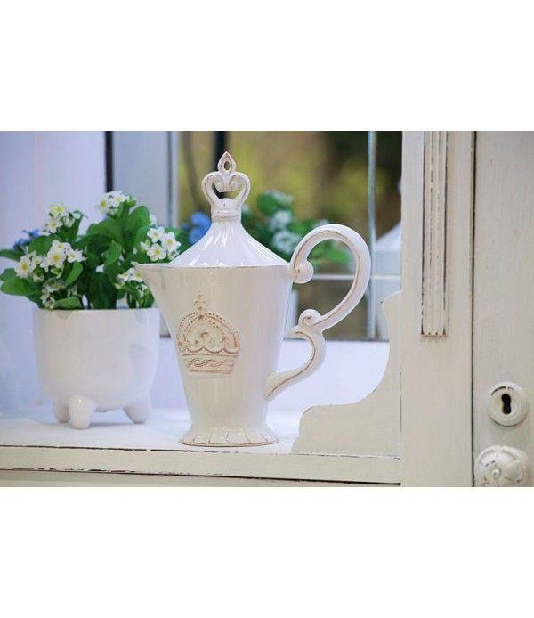Elegancki porcelanowy dzbanek do herbarty lub kawy