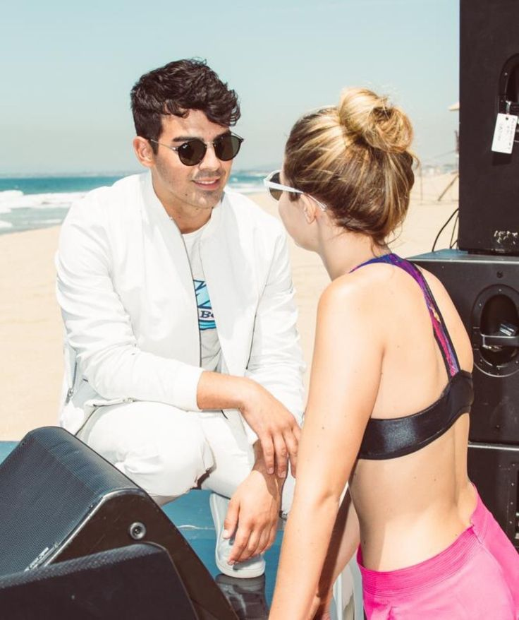 Hadid News || Your best and ultimate source for all things about the Hadid sisters  - Gigi Hadid and Joe Jonas on set of the Cake By The...