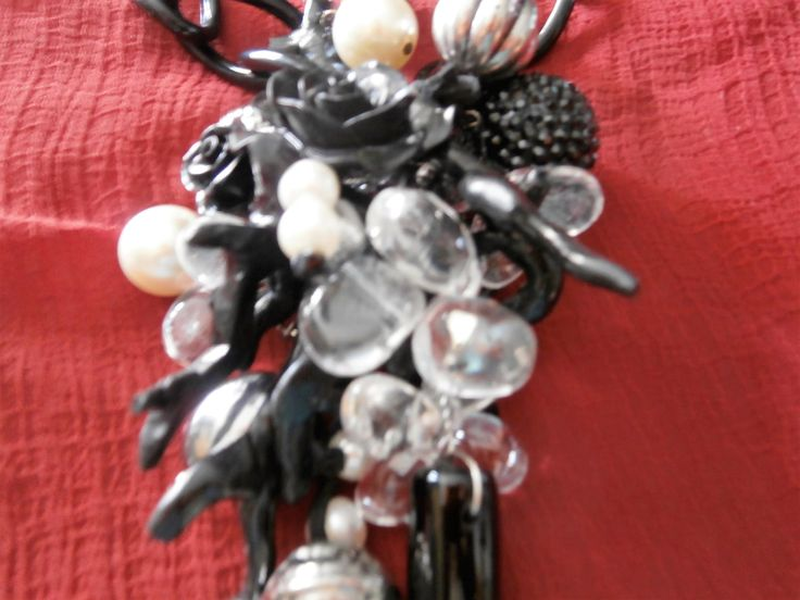 NERA Collana con fiori in argilla polimerica, cristallo di rocca, perle, agata nera, cristalli, catena resina di PaTrieste su Etsy