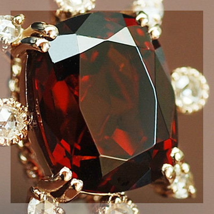 【送料無料】 「英国王室からの輝き」カリナンIIガーネット×ローズカットダイヤペンダントトップ(チェーン無し)