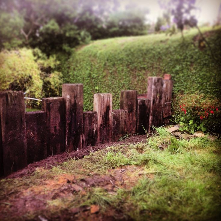 Railway sleeper wall