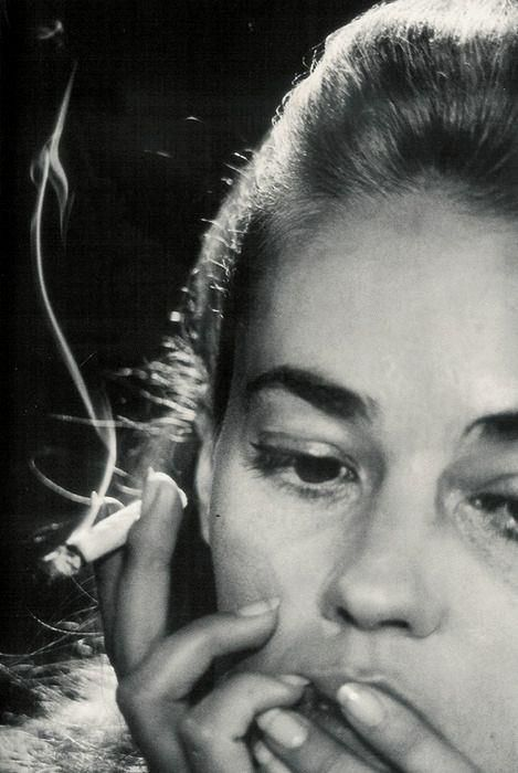 Jeanne Moreau (photographed by by David Bailey ,1964) in `Jules et Jim ` directed by François Truffaut | …https://www.youtube.com/watch?v=dcVcwwo8QFE
