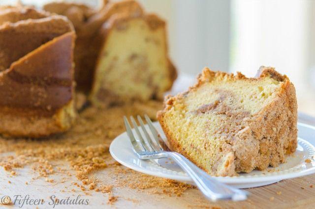 Cinnamon Crumb Coffee Cake - the perfect housewarming gift!