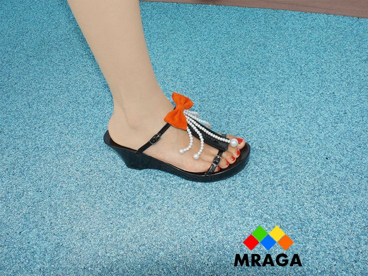 Travelling? But want to bring many pair of shoes? Now you can with these interchangeable high heels shoes that do not take much space in your luggage.