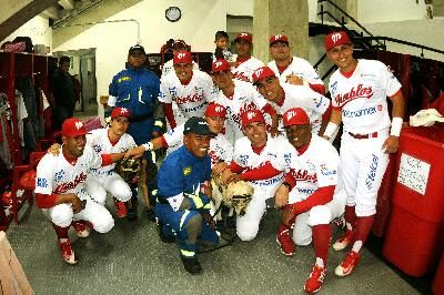 Ciudad de México a 13 de octubre.– Con una emotiva ceremonia de inauguración, los Diablos Rojos le dieron la bienvenida a los aficionados qu...
