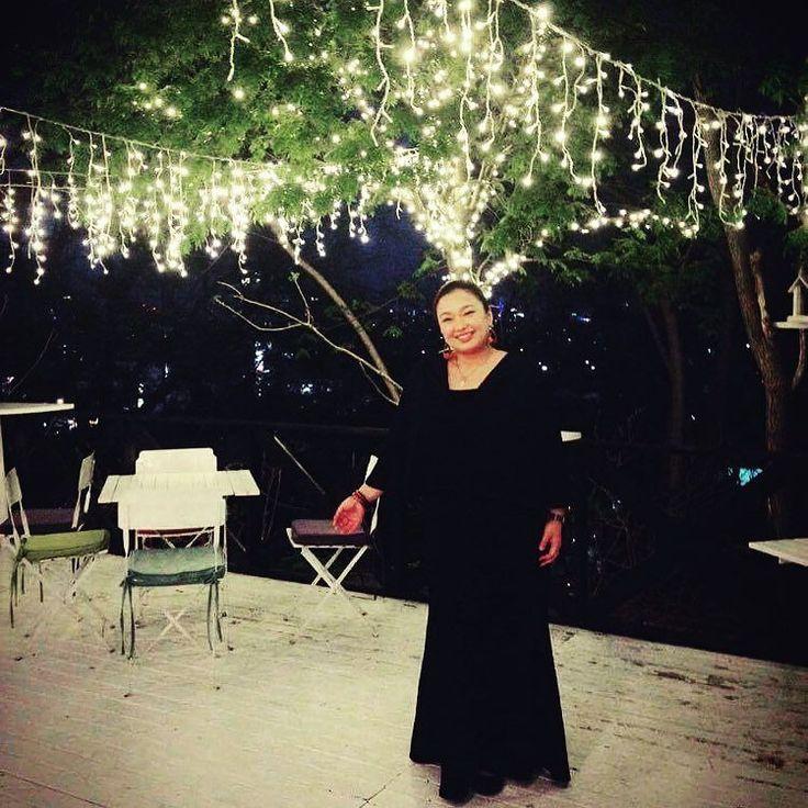 Thank you for a fun-filled Golden Week! お仕事も楽しかったしお出かけもできた今年のゴールデンウィーク 皆さんの笑顔に感謝 . #手の位置が変w #onairpersonality #partymc #hulagirl #selfdiscoveryjourney #sapporo #hokkaido #hawaii #aloha #ハワイ #アロハ #札幌 #北海道 #ラジオdj #司会者 #マッサージセラピスト #鍼灸師 #通訳 #ライター#フラガール #ロコガール #イルミネーション #テラス