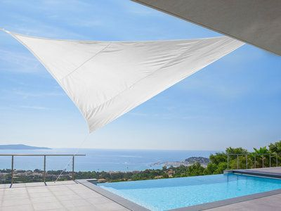 Voile d'ombrage triangulaire 5m en polyesther 180 gr/m² IDEPRICE Ivoire - 39€