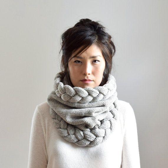 Super bulligen Haube Schal mit einem dicken Kabel Geflecht Akzent auf beide Öffnungen, dieser Schal kann auch als ein Snood getragen werden. Das