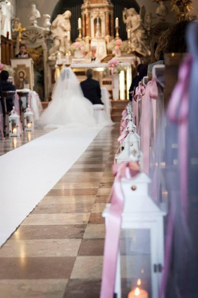 Il Duomo di Arquà ha una lunga navata , creare una bella corsia è stato importante