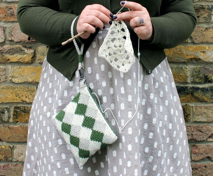 Learn to make this cute tapestry purse wit a FREE step-by-step tutorial by Anna Nikipirowicz on LoveCrochet Crochet Club.