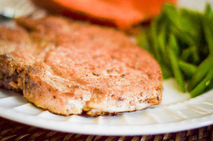How to Bake Pork Chops in the Oven So They Are Tender and Juicy