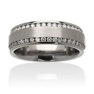 wow i really like this wedding band for a guy... not just a boring old gold one :P