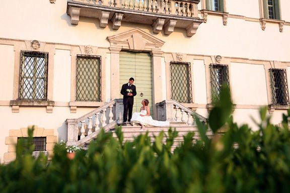 Una promessa d'amore tra due sposi a Villa Vecelli Cavriani