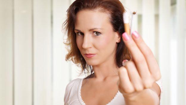 Per le donne smettere di fumare può essere più difficile. Scopri qual è l'influenza del ciclo mestruale! http://www.deabyday.tv/salute-e-benessere/whatsnew/guide/11391/Problemi-a-smettere-di-fumare--E--colpa-del-ciclo-mestruale.html