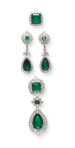 AN IMPORTANT SUITE OF EMERALD AND DIAMOND JEWELRY, BY VAN CLEEF & ARPELS