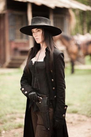 Kat Loving on Strange Empire. She'd do anything to protect her family, fights for justice, and is definitely someone you'd want on your side in a Wild West style shootout. #StrangeEmpire